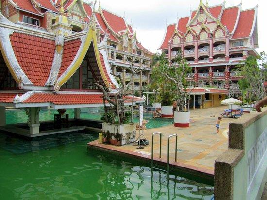 Aonang Ayodhaya Beach Resort : Территория отеля