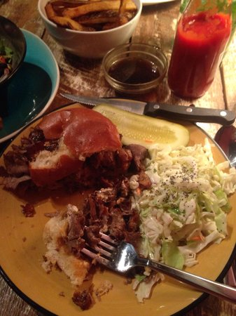 Chez Dupont and The Stone Soup Cafe : Roast Beef Sandwich