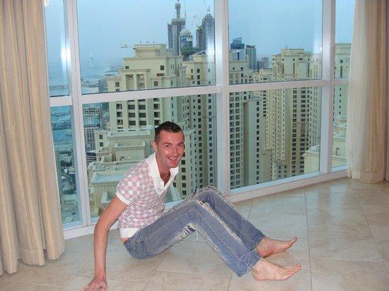 JA Oasis Beach Tower: Номер на 49 этаже