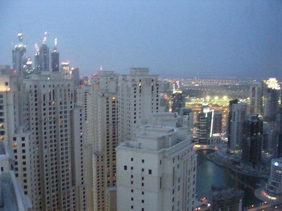 JA Oasis Beach Tower: Вид из номера на город