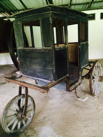 Martin Wickramasinghe Folk Museum Complex: Vehicle used to transport monks