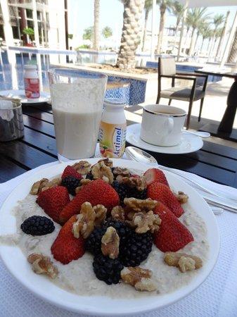 Park Hyatt Abu Dhabi Hotel & Villas: Breakfast at the terrace