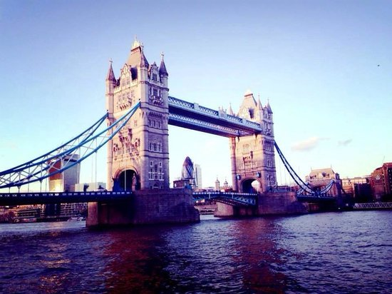 Puente Tower Bridge: Day view