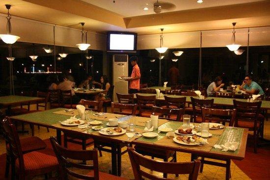 Coron Gateway Hotel & Suites: restaurant