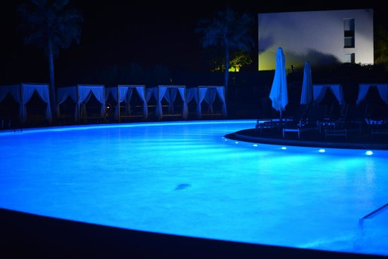 Be Live Collection Palace de Muro: The pool at night