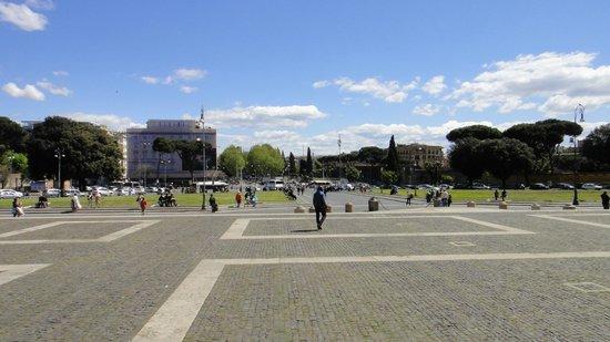 Arcibasilica di San Giovanni in Laterano: Praça João Paulo II