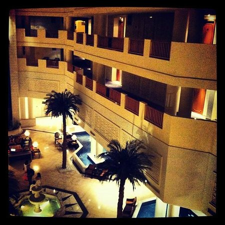 Saphir Palace & Spa: The view from the elevator that has glass walls