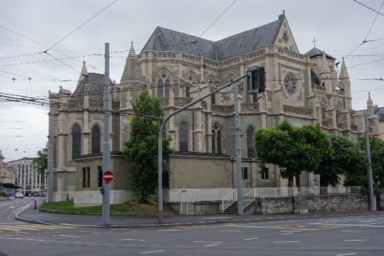 Notre Dame Basilica : outside