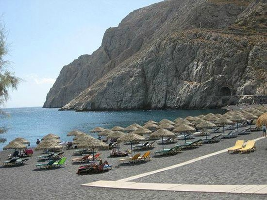 Antinea Suites Hotel & Spa: The beach in Kamari