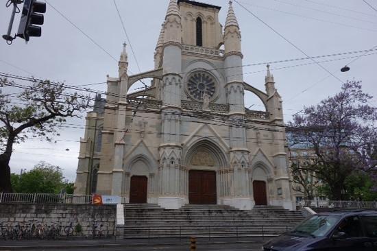 Notre Dame Basilica: front