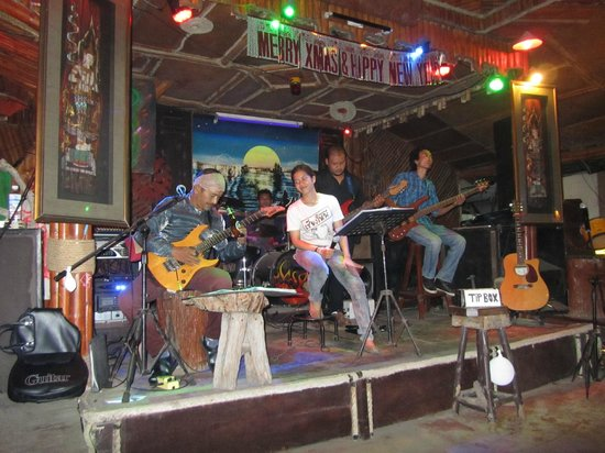 Hippies Bar & Restaurant Ao-Nang: Ребята зажигали)