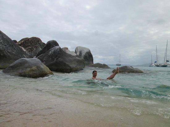 Virgin Gorda: Enfin dans l'eau après 14h30 de navigation :-)