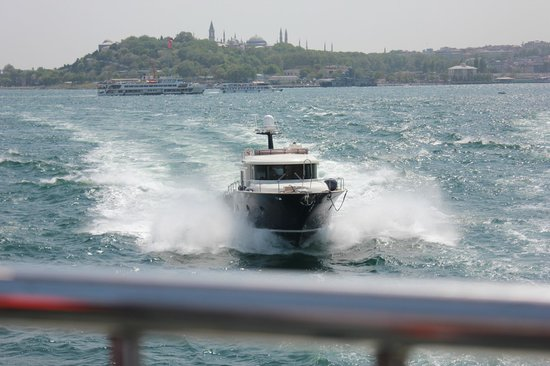 Bosphorus Strait: Speed boat