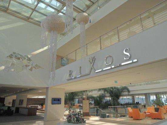 Rixos Hotel Libertas: 大型リゾートホテル
