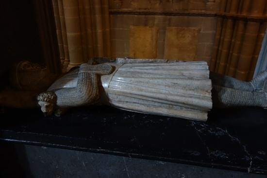 Kathedrale Notre-Dame: perfectly proper dead guy