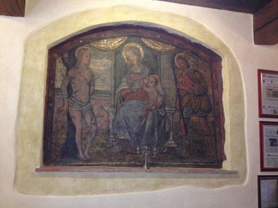 Il Mascherone: original fresco in our suite