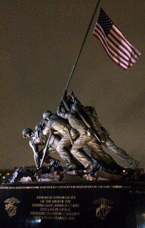 Old Town Trolley Tours of Washington DC: Iowa Jima Memorial at Night