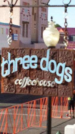 Three Dogs Coffeehouse and Eatery: Good coffee best seat in the house.