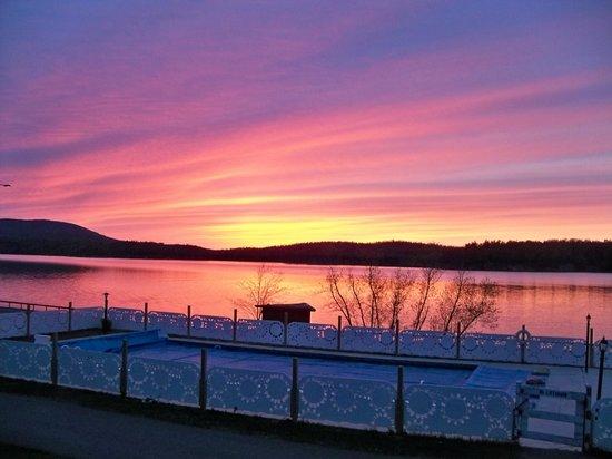 Pine Terrace Motel & Resort: sunset