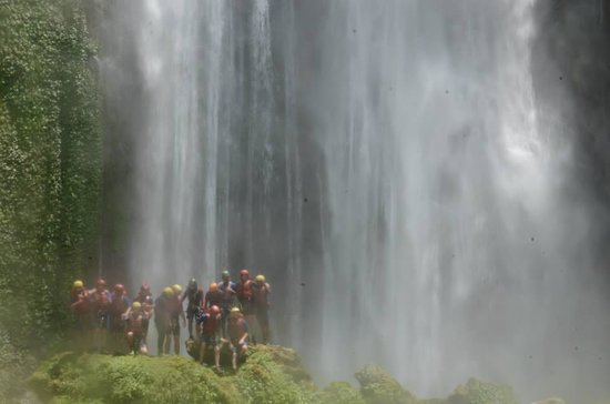 Hardcore Nepal Extreme Adventures - Day Tours : The water wall at Jalbire -  see how tiny the people are?