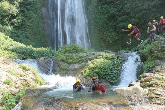 Hardcore Nepal Extreme Adventures - Day Tours : Jump into waterfall pools on canyoning trips