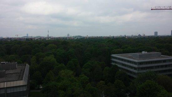 Hilton Munich Park: view over the English Garden