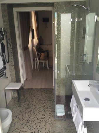 Hotel Santa Margherita Palace : Il bagno con terrazzino x prendere il sole