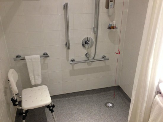 Ibis London Blackfriars : Accessible bathroom