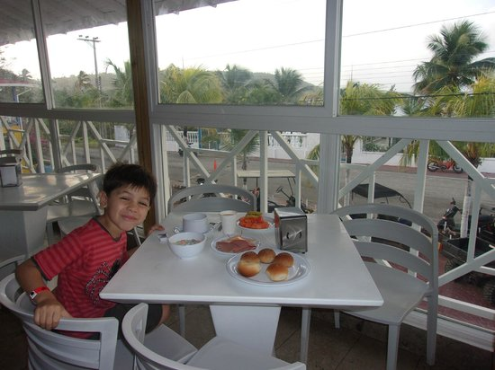 Hotel Blue Cove: el desayuno