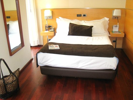 Hotel Preciados: Queen Bed