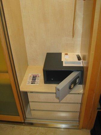 Hotel Preciados: Room Safe