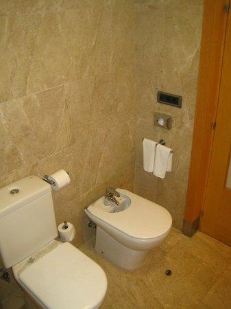 Hotel Preciados: Toilet Area