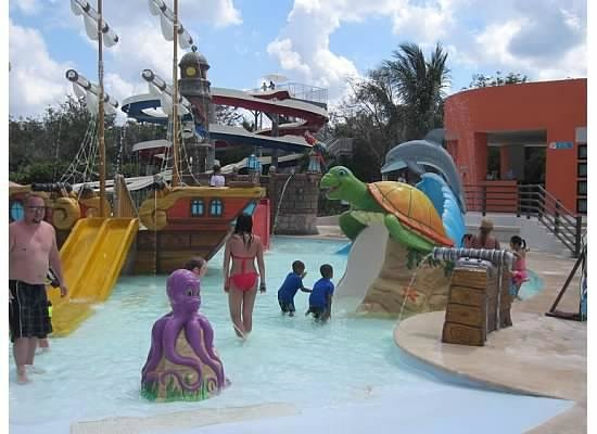 Playa Mia Grand Beach & Water Park: Water park area