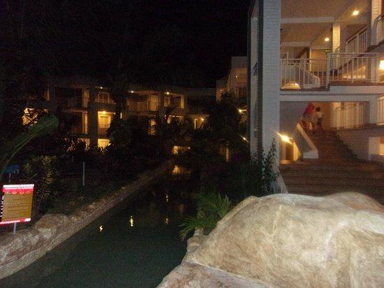 Hotel Blue Cove: noche