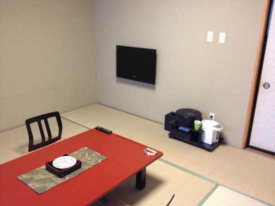 Shizukatei: テレビは、壁に備え付け