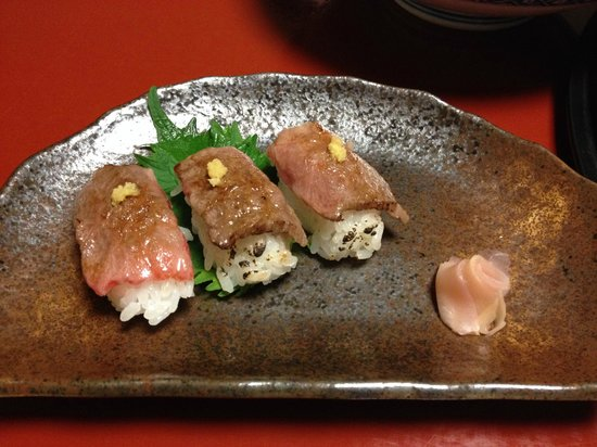 Shizukatei: 前沢牛の握り寿司三貫