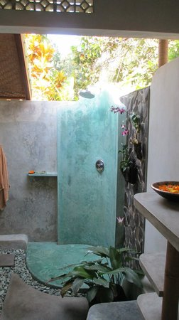 Cili Emas Oceanside Resort : Our shower was a dream.