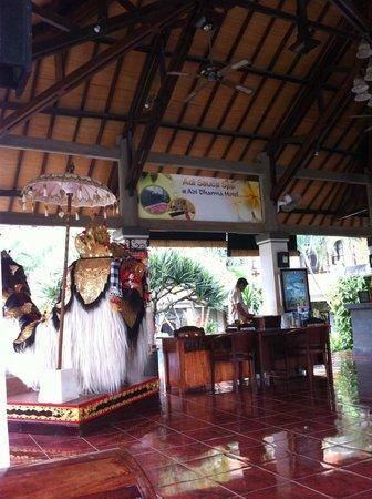 Adi Dharma Hotel: Lobby