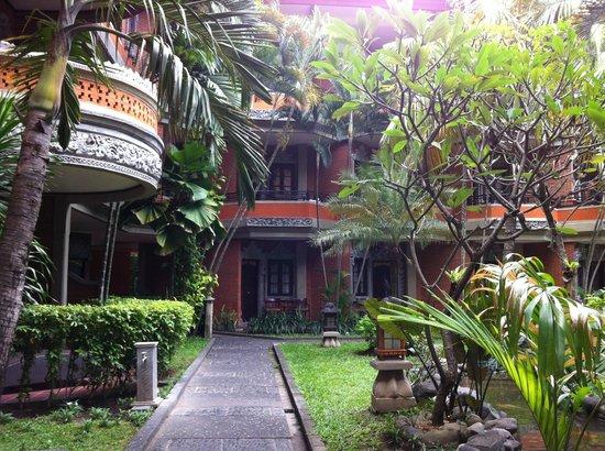 Adi Dharma Hotel: Garden