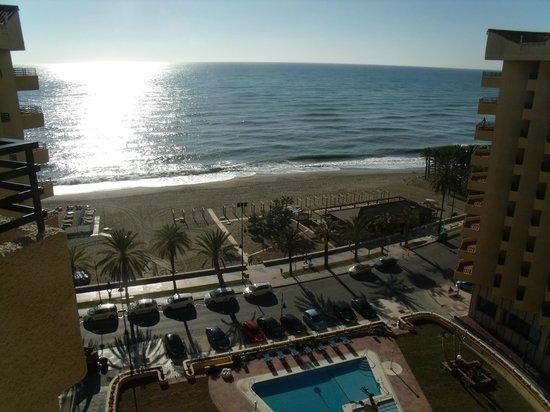uitzicht vanaf 9e etage op buitenzwembad hotel melia costa. Black Bedroom Furniture Sets. Home Design Ideas