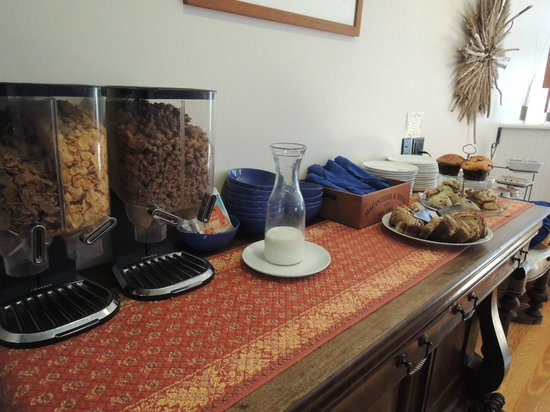 Inn at the Oaks: Breakfast buffet