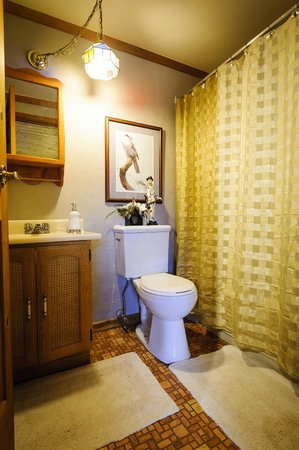 Shambhala Bed and Breakfast : King Suite - Bathroom
