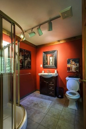 Shambhala Bed and Breakfast : Queen Suite - Bathroom