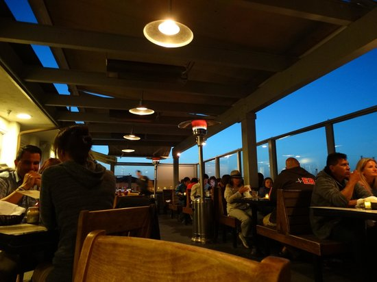 Brophy Bros. Seafood Restaurant & Clam Bar : outdoor seating