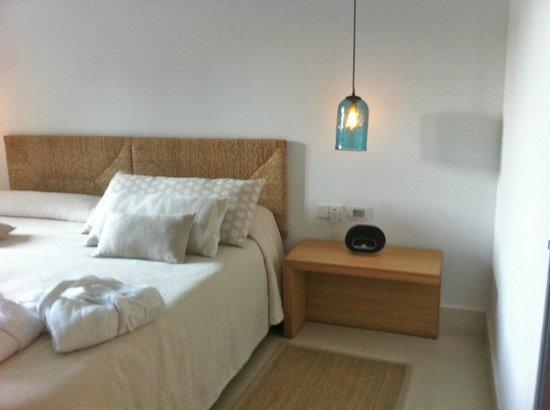 Predi Son Jaumell Hotel Rural: Imposible leer por las noches en la cama. Luz pobre