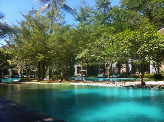 Courtyard by Marriott Bali Nusa Dua Resort: Swimming pool