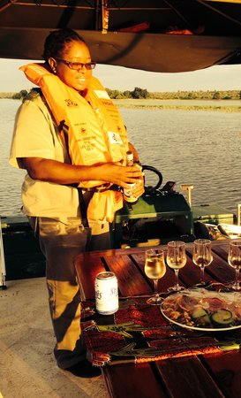 Chobe Game Lodge: Sundowner sur le boat