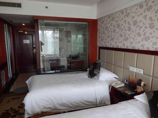 New Friendship Hotel : Das Zimmer (und das verglaste Bad!)