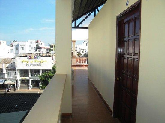 Kim Long Hotel: Family room balcony