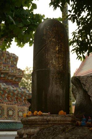 Wat Pho (Templo de Buda reclinado): Статуя фаласу